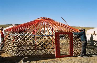 Сборка монгольской юрты