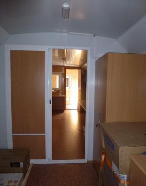 Раздвижные двери в вагон-доме