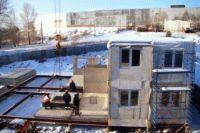Монтаж самонесущих панелей быстровозводимого здания