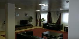 Интерьер административно-бытового здания - гостевая зона