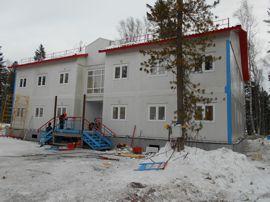 Завершается монтаж жилого модульного дома