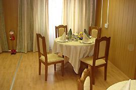 Обеденный зал в модульной гостинице