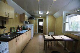Кухня и обеденная зона домика рыбака