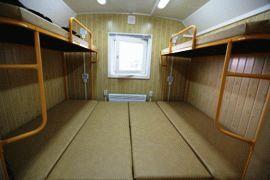 Спальня в дачном жилом вагончике