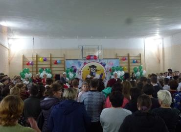 Празднование Дня знаний - школа напротив нового ФАПа отремонтирована к новому учебному году