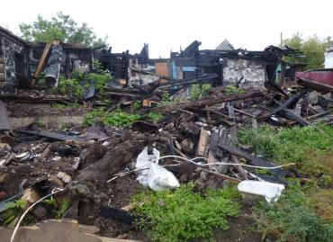 Старый ФАП в селе Покровском уничтожен пожаром