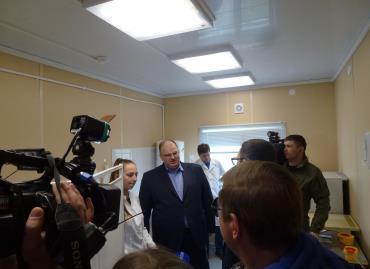 Министр здравоохранения Свердловской области А. Цветков осматривает новый ФАП