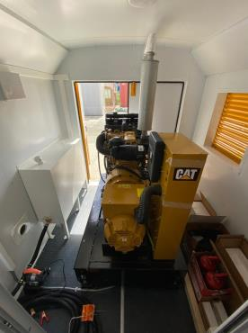 Дизельный генератор Caterpillar в вагончике-мастерской Ермак