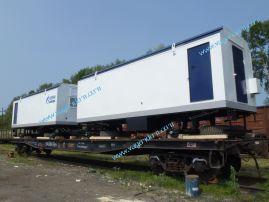 Вагон-дома Ермак загружены на железнодорожную платформу