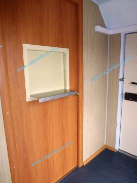 Внутренняя дверь с раздаточным окном