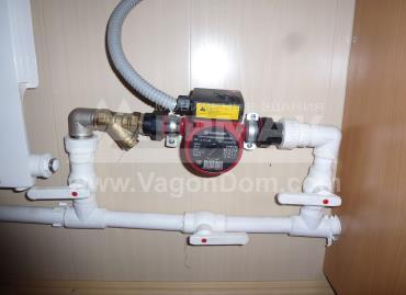 Циркуляционный насос в системе отопления вагон-дома