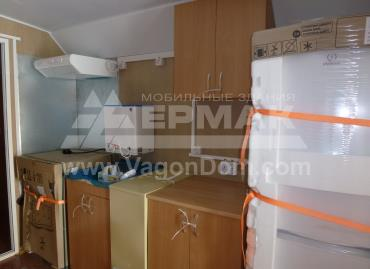 Кухонная зона в жилом вагон-доме