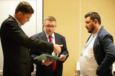 Специалисты Группы Ермак общаются с посетителями выставки