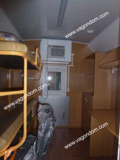 Жилая комната в вагончике мастера